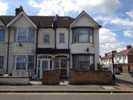 2 bedroom Terraced house to rent in Cromwell Road ...