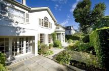 5 bed Detached house in Elm Tree Road...