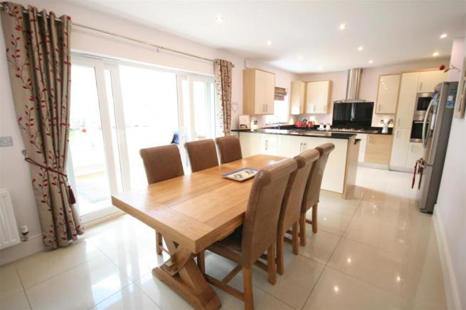 OPEN PLAN DINING ROO