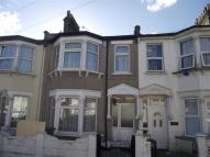 Terraced home to rent in Glenparke Road...