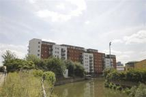 2 bed Flat to rent in The Lock, Stratford