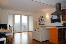 Apartment to rent in Regatta Point Kew Bridge...