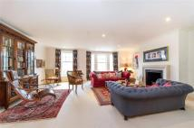 5 bedroom Terraced property in Mountview Close, London