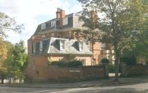 2 bed Flat to rent in Claremont House, The Park