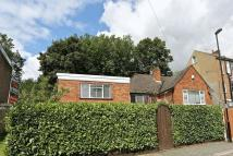 2 bedroom Semi-Detached Bungalow in Duppas Avenue, Croydon