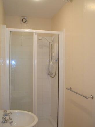 2 Russell hse bathroom