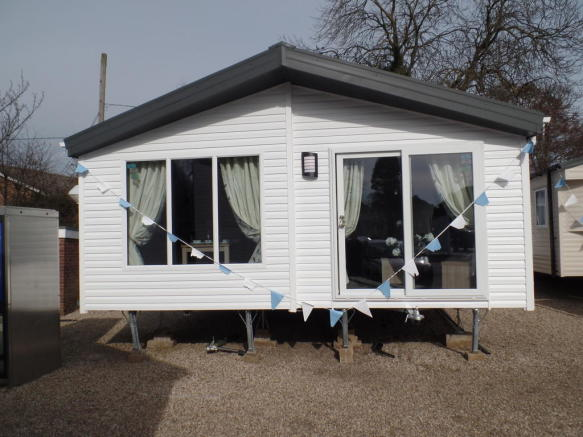 2 bedroom mobile home for sale in new willerby clearwater 2016 lodge co15 6ly co15. Black Bedroom Furniture Sets. Home Design Ideas