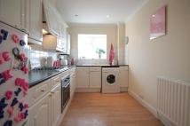 2 bedroom Flat in Walton Road, West Molesey