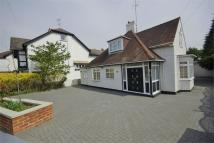 4 bed Chalet to rent in Bushey Grove Road...