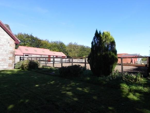 Garden to outbuildings (Property Image)