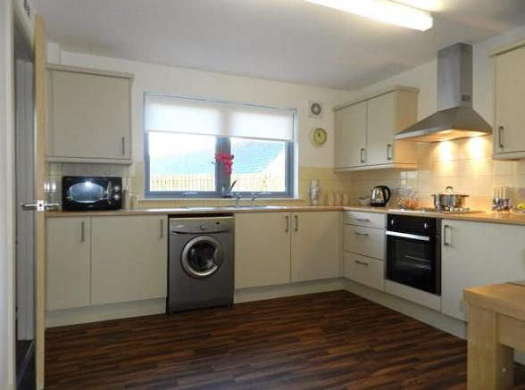 4 Mulloch View Kitchen 1 (Property Image)
