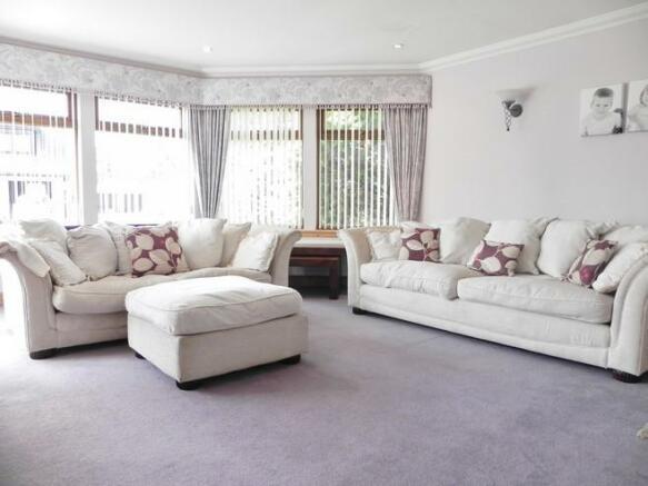Lounge 10 croft manor (Property Image)