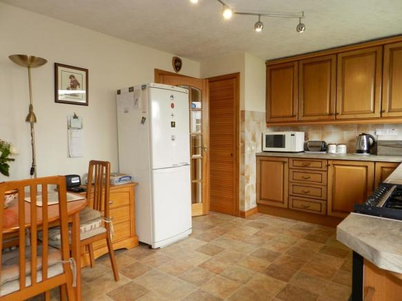 Kitchen 1 (Property Image)