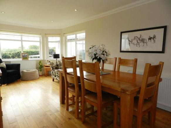 Dining 2 (Property Image)