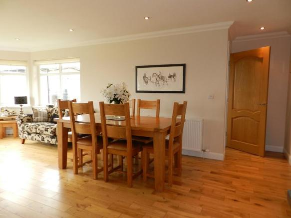 Dining 1 (Property Image)