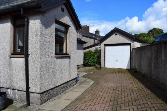 Drive to garage (Property Image)