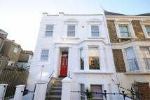 Flat to rent in Wendell Road, W12
