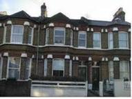 Flat to rent in Hadyn Park Road, W12