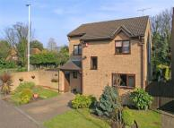 4 bedroom Detached house in Bromstone Road...