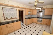 4 bed house to rent in Hall Lane, Chingford...