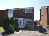 2 bedroom semi detached property to rent in Buckingham Avenue -...