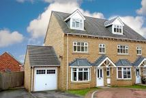 4 bed semi detached home in Knoll Mews...
