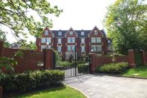 2 bedroom Flat in Esher Park Avenue, Esher