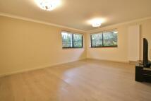 3 bedroom Flat in Regent House...