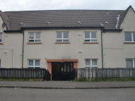 Flat to rent in Westwood Crescent...
