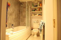 Apartment to rent in Greenhaven Drive, London...
