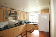 3 bed property in Temple Close, London...