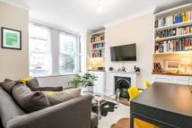 2 bedroom Flat in Pearcroft Road, London