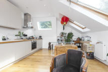 1 bed Flat to rent in Godolphin Road, London...