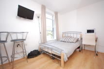 Flat to rent in Shepherds Bush Road...