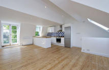 2 bed Flat in Brackenbury Gardens...