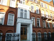 4 bedroom Flat in Auriol Road...