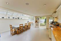 4 bed End of Terrace property in Brackenbury Village...