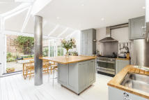 4 bed Terraced house in Lena Gardens, London, W6