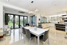 5 bedroom property in Beech Hill, Hadley Wood...