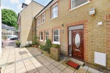 3 bed home to rent in Queens Grove, London...