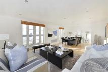 4 bedroom Flat to rent in William Court, London...