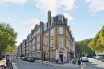 Flat in Wellington House, London...