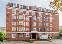 3 bedroom Flat to rent in Garden Court...