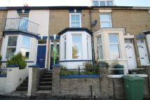 2 bed house in Arctic Road, Cowes...