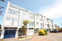 3 bed property to rent in Embankment Road...