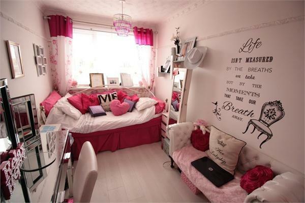 SPACIOUS BEDROOM TW
