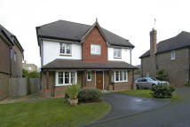 6 bedroom Detached house to rent in Hurst Road, East Molesey...
