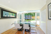 4 bed Detached property in Lower Green Road, Esher...