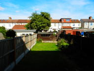 3 bedroom property to rent in Glenwood Avenue, Rainham...