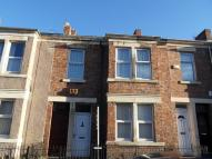 Flat to rent in Eastbourne Avenue...